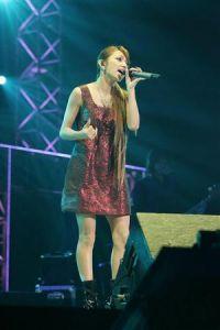 Maki Goto sings on Sunday night